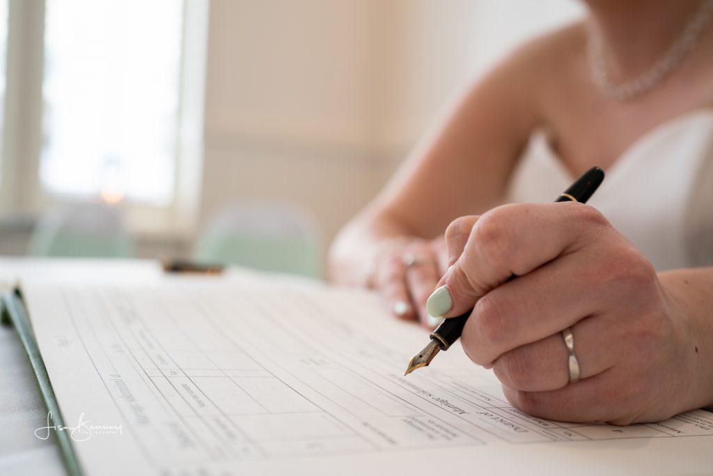 Signing the register - ZEISS Batis 40 CF